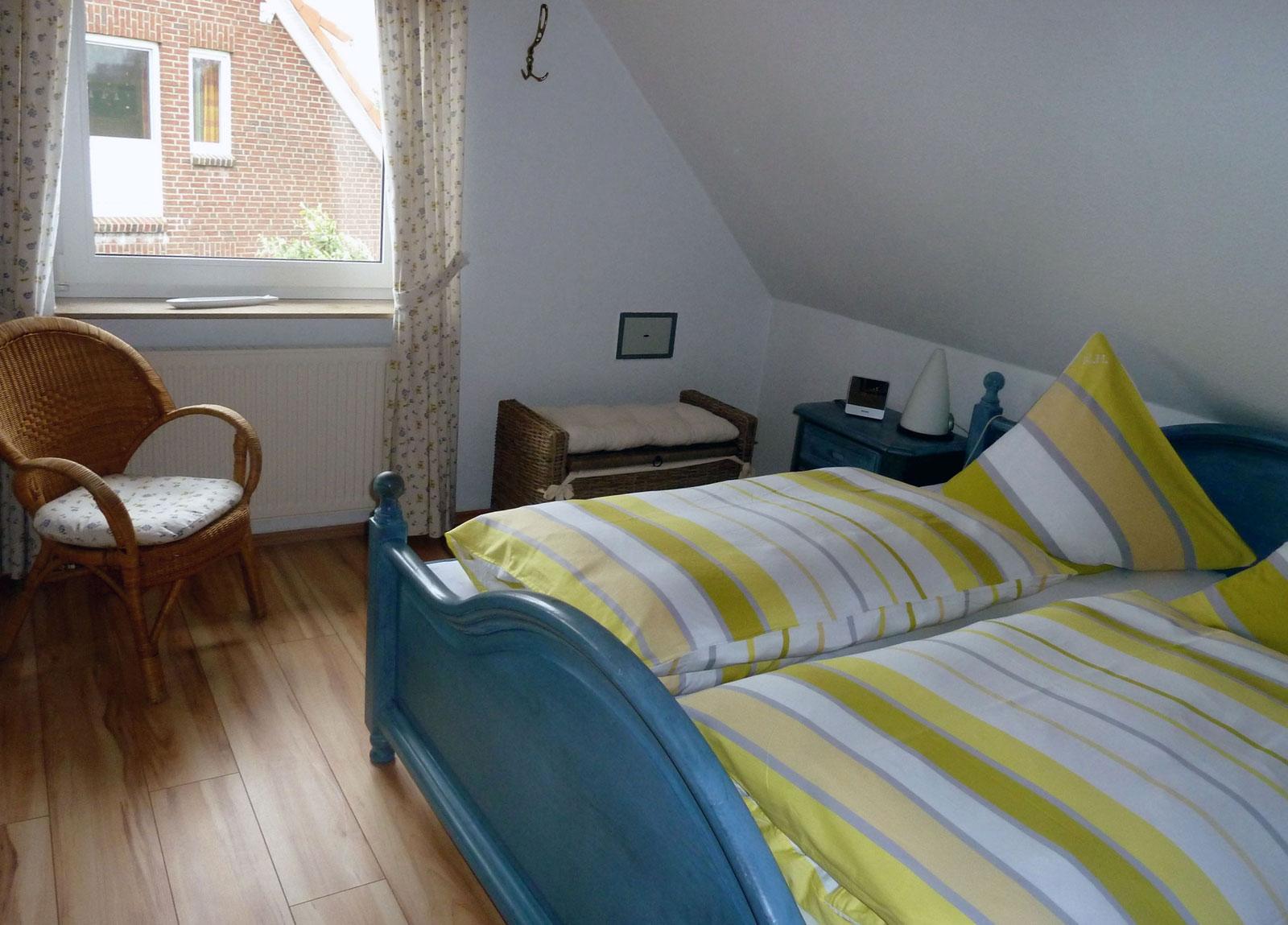 Helles grosses Schlafzimmer